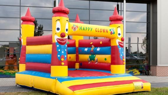 Hüpfen und Rutschen - Große Hüpfburg - Happy Clown