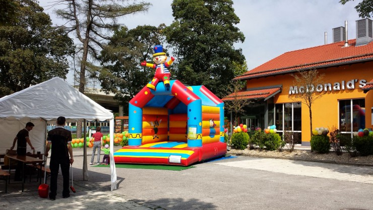 PARTY4YOU - Große Hüpfburg Clown - McDonalds